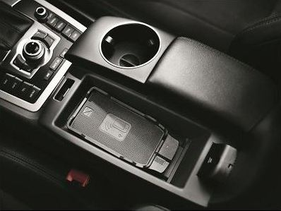 Audi Original Universelle Handyablage PLUS mit Wireless Charging (Kabelloses Laden)