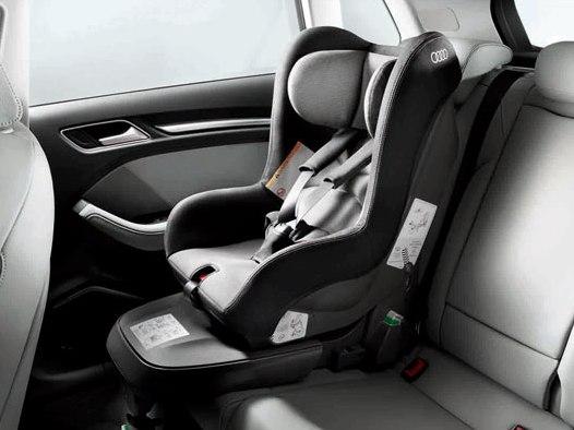 Audi Kindersitz titangrau/schwarz