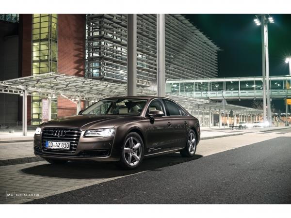 """Audi A8 Wandbild auf gebürstetem Aluminium """"nightflight"""""""