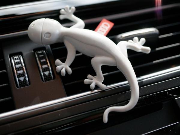 Audi Original Lufterfrischer, Duftgecko Kiefernadeln/Orange, grau