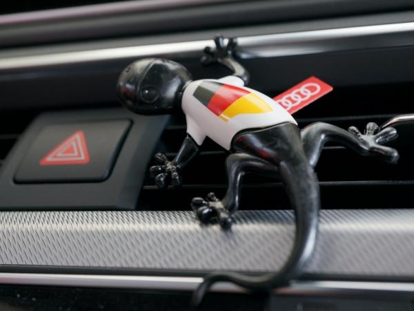 Duftgecko Deutschland mit Fußballtrikot, Audi Original Lufterfrischer