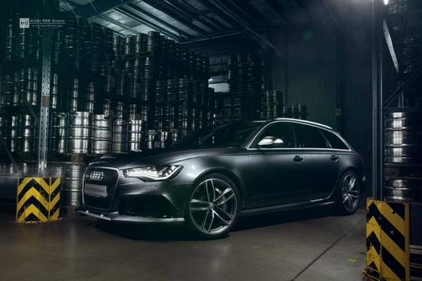 "Audi RS6 Wandbild auf gebürstetem Aluminium ""Lager"""