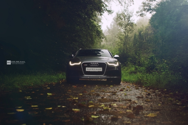 "Audi RS6 Wandbild auf gebürstetem Aluminium ""Front"""