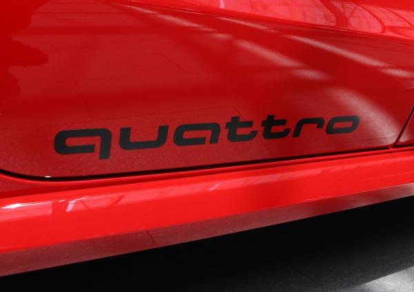 "Audi Original Aufkleber-Set ""quattro "" in Brillantschwarz"