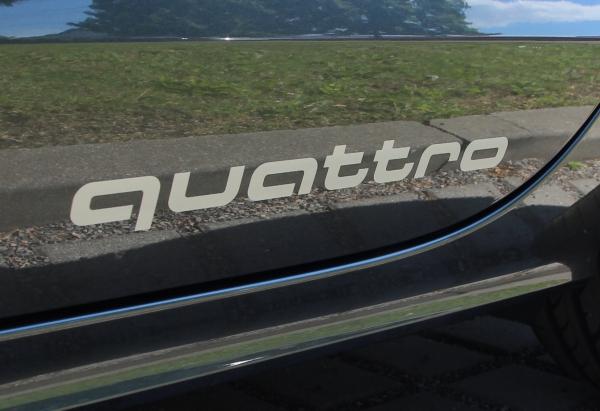 """Audi Original Aufkleber-Set """"quattro """" in Florettsilber"""