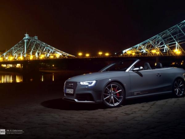 """Audi RS5 Cabrio Wandbild auf gebürstetem Aluminium """"blaues Wunder"""""""