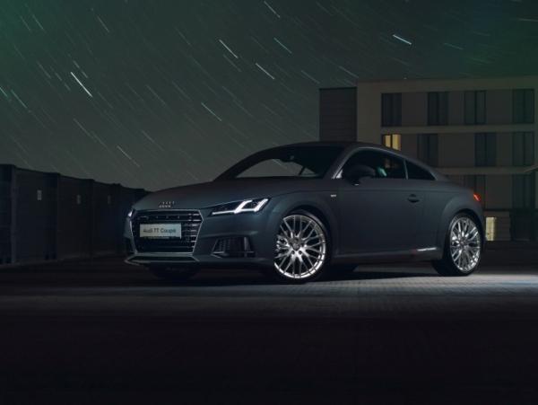 "Audi TT Wandbild auf gebürstetem Aluminium ""Frontansicht"""
