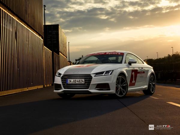 "Audi TTS Wandbild auf gebürstetem Aluminium ""Sonnenuntergang"""