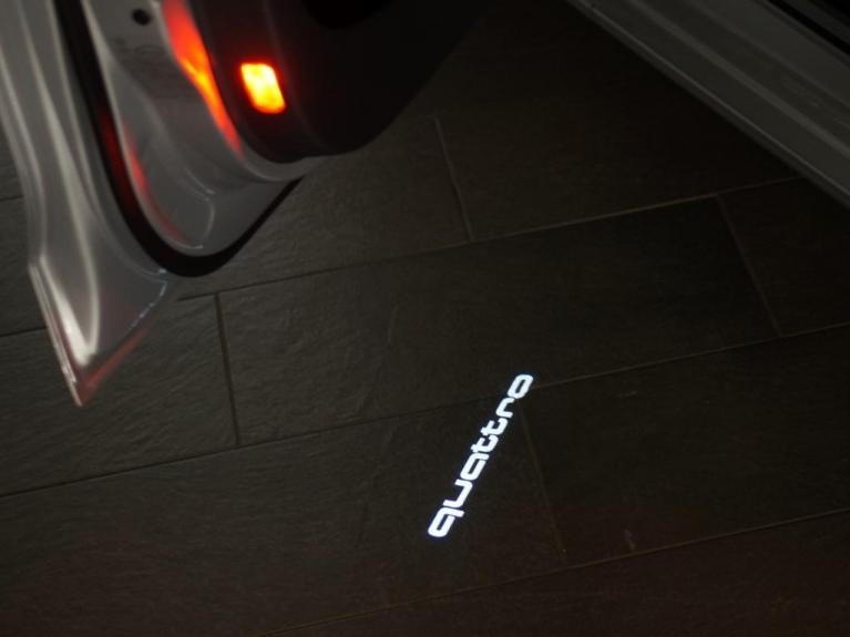 Audi Original Led Projektor Quot Quattro Quot Einstiegsbeleuchtung